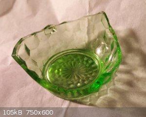 shard_of_uranium_glass.jpg - 105kB